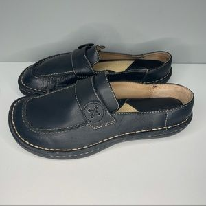 Cherokee Womens Leather Closed Toe Black Slip On Casual Shoes Size 6,5